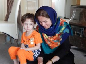 Zahra met haar kleinzoon