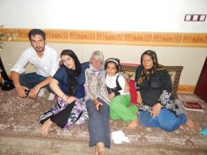 een gewone familie in hun huisje kort bij de Universiteit van Bojnurd