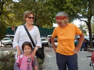de Duitse Katherina met haar dochtertje in Dushanbe